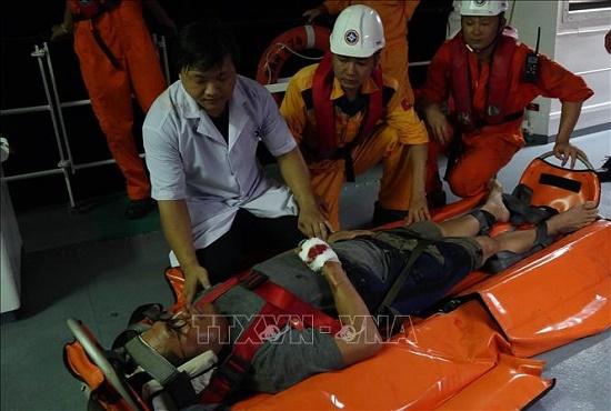 Trắng đêm giải cứu thuyền viên Philippines gặp nạn trên vùng biển Đà Nẵng - Ảnh 2