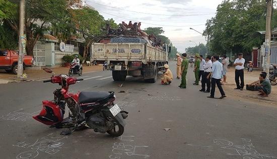 Xe máy cày tông trực diện xe máy, 10 người bị thương tại Đắk Lắk - Ảnh 2