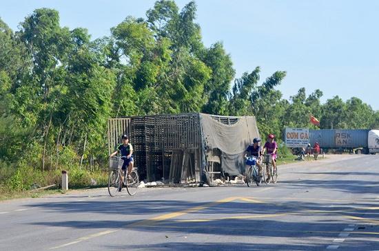 """Quảng Bình: Không có việc người dân """"hôi vịt"""" của lái xe - Ảnh 1"""