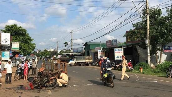 Hà Nội: Va chạm kinh hoàng với xe tải, 2 người thương vong - Ảnh 2