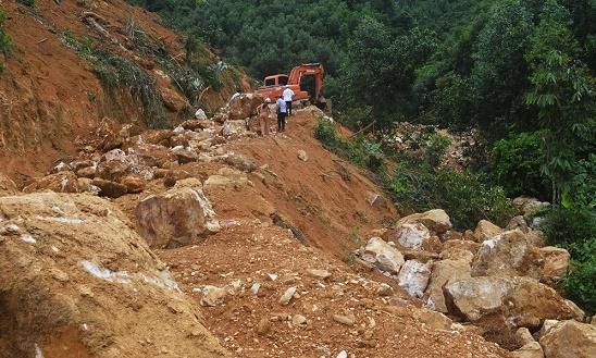 """Đột nhập """"mỏ"""" quặng thạch anh trái phép ở khu vực biên giới Việt - Lào - Ảnh 1"""