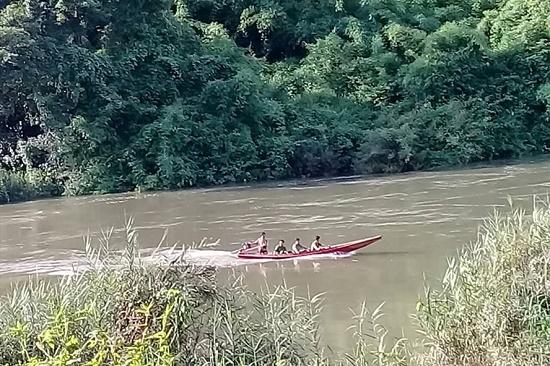 Lâm Đồng: Lật xuồng giữa sông Đồng Nai, người đàn ông bị nước cuốn mất tích - Ảnh 1