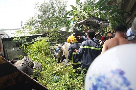 Xe cẩu và ô tô tông nhau trên cầu rơi xuống kênh nước, 5 người thương vong - Ảnh 2