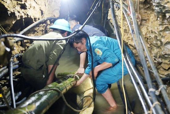 Hôm nay (7/6), dự kiến tiếp cận nạn nhân bị mắc kẹt trong hang sâu ở Lào Cai - Ảnh 1