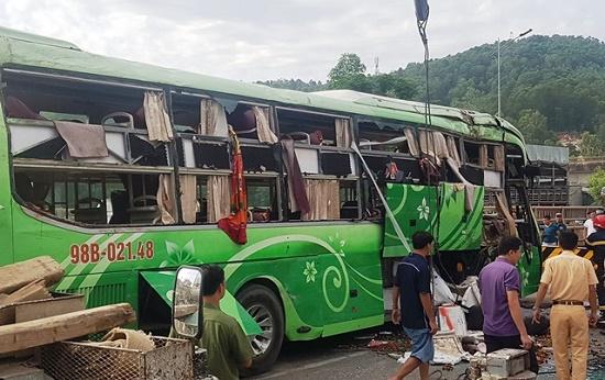 Tạm giam tài xế xe khách lao xuống sông khiến 2 người tử vong tại Thanh Hóa - Ảnh 1