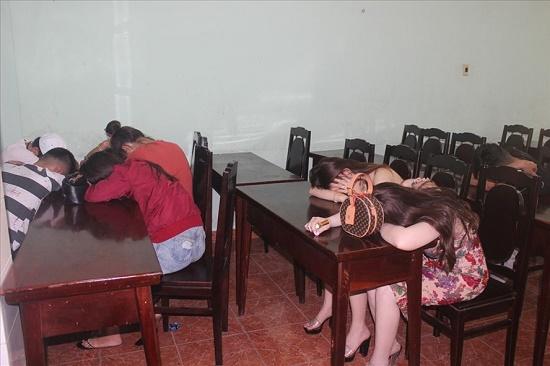 Tạm giữ gần 50 nam nữ thanh niên sử dụng ma túy trong quán karaoke tại Đồng Nai - Ảnh 1