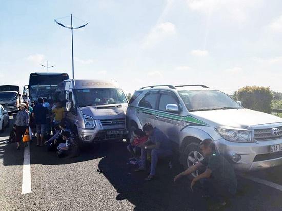 7 ô tô tông liên hoàn trên cao tốc TP.HCM - Trung Lương, giao thông ùn tắc nghiêm trọng - Ảnh 1