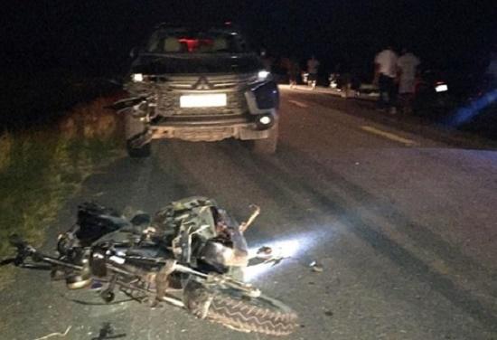 Bình Định: Va chạm mạnh với xe tải, ông, bà tử vong, cháu gái bị thương nặng - Ảnh 2