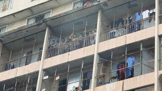 Hiện trường vụ cháy ký túc xá tại TP.HCM, hàng chục người mắc kẹt kêu cứu - Ảnh 1