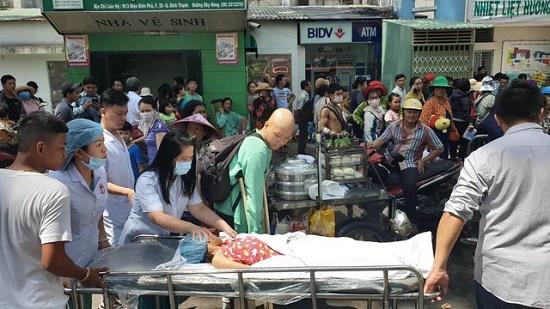 Hiện trường vụ cháy ký túc xá tại TP.HCM, hàng chục người mắc kẹt kêu cứu - Ảnh 2