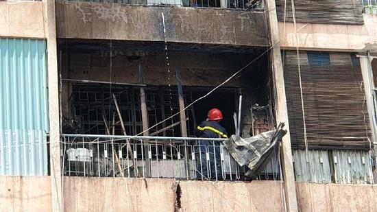 Toàn cảnh vụ cháy ký túc xá tại TP.HCM, hàng chục sinh viên mắc kẹt, chờ giải cứu - Ảnh 12