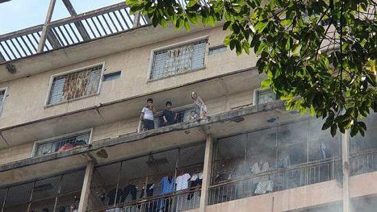 Toàn cảnh vụ cháy ký túc xá tại TP.HCM, hàng chục sinh viên mắc kẹt, chờ giải cứu - Ảnh 5