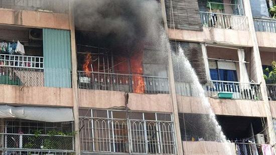 Hiện trường vụ cháy ký túc xá tại TP.HCM, hàng chục người mắc kẹt kêu cứu - Ảnh 3