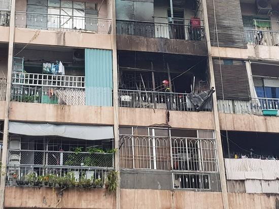 Hiện trường vụ cháy ký túc xá tại TP.HCM, hàng chục người mắc kẹt kêu cứu - Ảnh 5