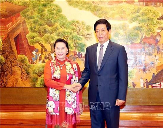 Chủ tịch Quốc hội Nguyễn Thị Kim Ngân hội đàm với Chủ tịch Nhân đại Trung Quốc - Ảnh 1