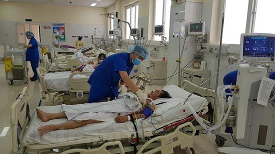 Cấp cứu người đàn ông bị thanh sắt xuyên thấu gan, phổi vì bị tai nạn lao động - Ảnh 1