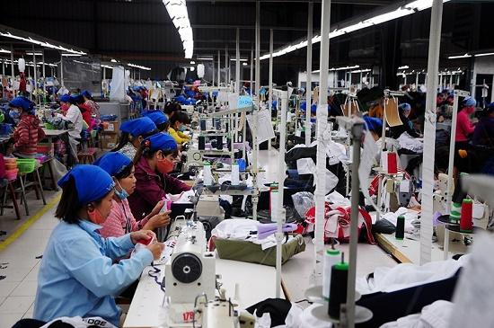 """Tăng lương tối thiếu vùng từ năm 2020: Người lao động khấp khởi mừng thầm, vẫn băn khoăn """"mức sống tối thiểu đủ sống"""" - Ảnh 1"""