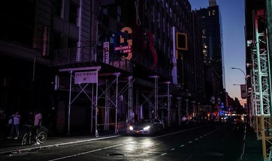 Một phần New York tê liệt vì mất điện nhiều giờ, hàng vạn người bị ảnh hưởng - Ảnh 3