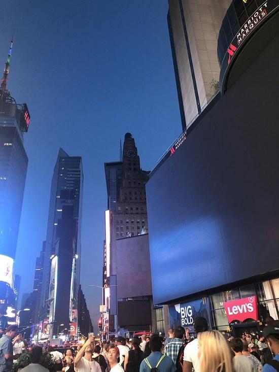 Một phần New York tê liệt vì mất điện nhiều giờ, hàng vạn người bị ảnh hưởng - Ảnh 5