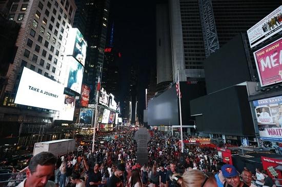 Một phần New York tê liệt vì mất điện nhiều giờ, hàng vạn người bị ảnh hưởng - Ảnh 7