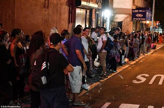 Một phần New York tê liệt vì mất điện nhiều giờ, hàng vạn người bị ảnh hưởng - Ảnh 8