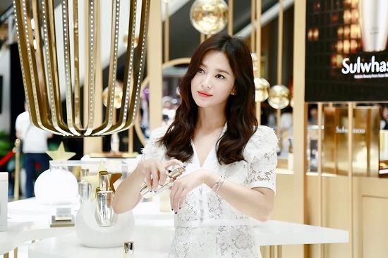 Lộ ảnh Song Hye Kyo xuất hiện lộng lẫy, trả lời phỏng vấn sau ồn ào ly hôn - Ảnh 5