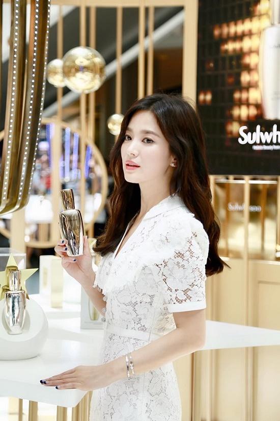 Lộ ảnh Song Hye Kyo xuất hiện lộng lẫy, trả lời phỏng vấn sau ồn ào ly hôn - Ảnh 7
