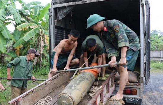 """Nghệ An: Phát hiện quả bom """"khủng"""" nặng hơn 3 tạ trong lúc đánh cá - Ảnh 2"""