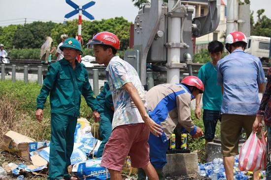 Vụ tai nạn 5 người tử vong tại Hải Dương: Quốc lộ 5 ách tắc nghiêm trọng - Ảnh 2