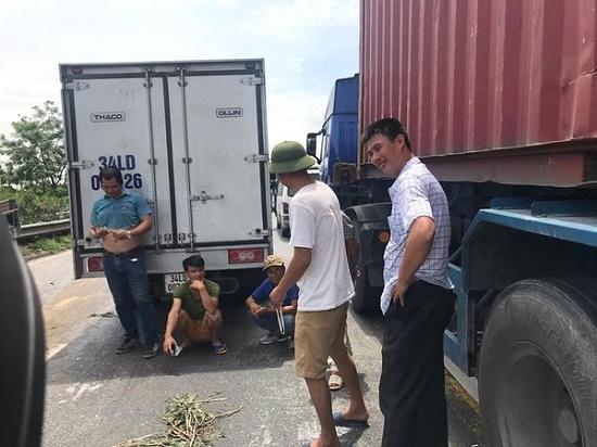 Vụ tai nạn 5 người tử vong tại Hải Dương: Quốc lộ 5 ách tắc nghiêm trọng - Ảnh 10