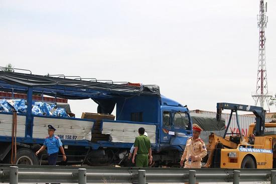 Vụ tai nạn 5 người tử vong tại Hải Dương: Quốc lộ 5 ách tắc nghiêm trọng - Ảnh 4