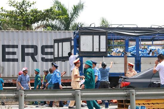 Vụ tai nạn 5 người tử vong tại Hải Dương: Nhân chứng bàng hoàng kể lại phút xe tải lật nghiêng - Ảnh 3