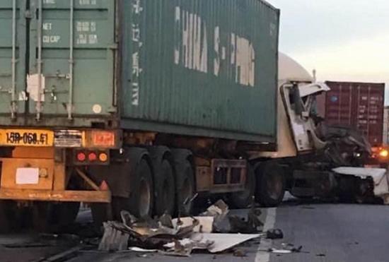 Hải Dương: Thêm vụ tai nạn nghiêm trọng trên quốc lộ 5,  container đâm xe chở cọc bê tông - Ảnh 1