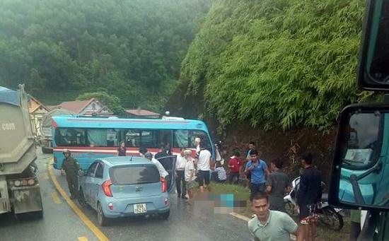 Vụ xe khách tông xe container ở Tuyên Quang: Các nạn nhân là giáo viên đi từ thiện - Ảnh 2