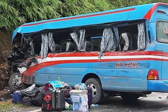Vụ xe khách tông xe container ở Tuyên Quang: Các nạn nhân là giáo viên đi từ thiện - Ảnh 1