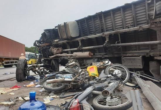 Vụ tai nạn 5 người tử vong tại Hải Dương: Tạm giữ hình sự tài xế xe tải - Ảnh 1