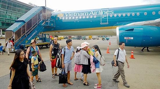 Máy bay Vietnam Airlines hạ cánh khẩn cấp vì nữ hành khách chảy máu vết thương phẫu thuật - Ảnh 1