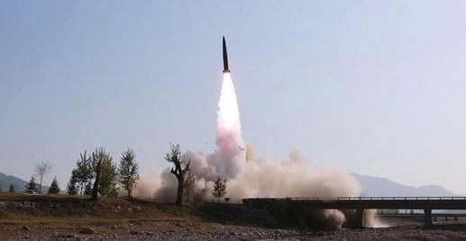 Triều Tiên bất ngờ thông báo phóng vũ khí dẫn đường chiến thuật mới - Ảnh 1