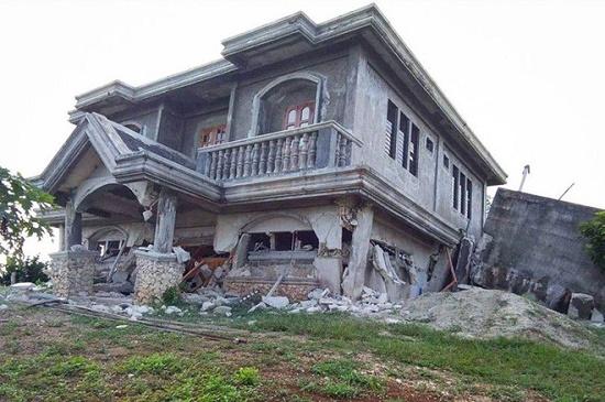 Động đất kép làm rung chuyển Philippines, gần 70 người thương vong - Ảnh 1