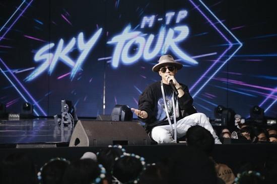 """Tiết lộ loại """"nước uống thần kì"""" Sơn Tùng M-TP luôn mang theo trong Sky Tour 2019 - Ảnh 1"""