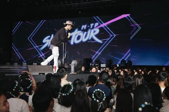 """Tiết lộ loại """"nước uống thần kì"""" Sơn Tùng M-TP luôn mang theo trong Sky Tour 2019 - Ảnh 5"""