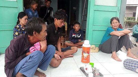Sóng đánh chìm tàu cá tại Ninh Thuận, 5 ngư dân mất tích - Ảnh 1