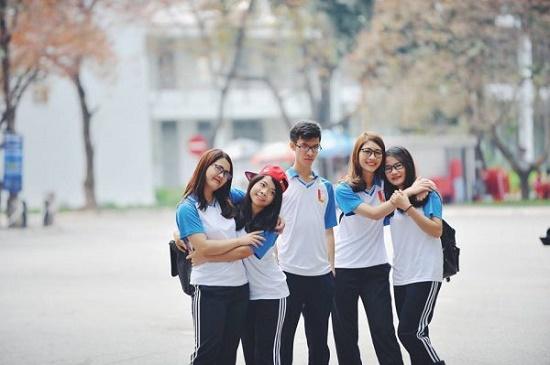 12 sinh viên mới ra trường nhận lương 138 triệu đồng/tháng - Ảnh 1