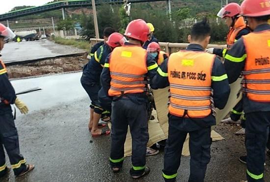 Bão số 2 đổ bộ: Sập một phần cầu ở Thanh Hóa, 5 người thương vong - Ảnh 1