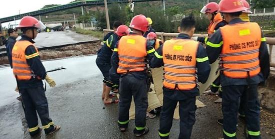 Bão số 2 đổ bộ: Sập một phần cầu ở Thanh Hóa, 5 người thương vong - Ảnh 4