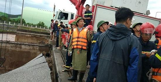Bão số 2 đổ bộ: Sập một phần cầu ở Thanh Hóa, 5 người thương vong - Ảnh 5