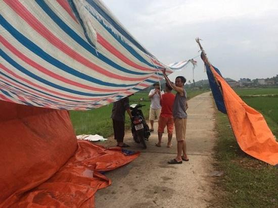 Hà Nội: Người dân gỡ lều bạt, thông đường vào bãi rác Nam Sơn sau gần 1 tuần chặn xe - Ảnh 1