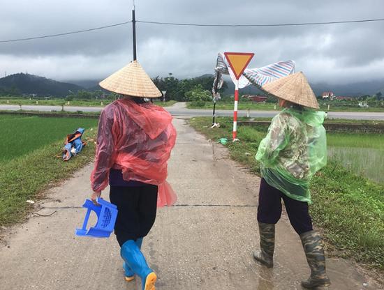 Hà Nội: Người dân gỡ lều bạt, thông đường vào bãi rác Nam Sơn sau gần 1 tuần chặn xe - Ảnh 4