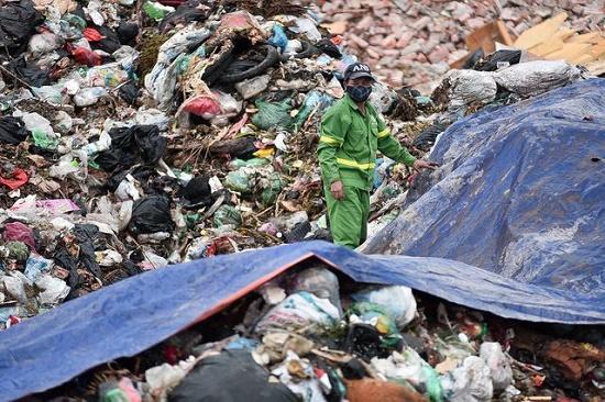 Hà Nội: Người dân gỡ lều bạt, thông đường vào bãi rác Nam Sơn sau gần 1 tuần chặn xe - Ảnh 5