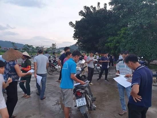 Chùm ảnh: Hà Nội ngập trong rác thải vì dân chặn xe vào bãi rác Nam Sơn - Ảnh 11